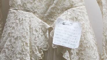 W worku z odzieżą używaną znaleziono suknię ślubną z 1950 roku. Dołączona do niej wiadomość sprawiła, że wzruszyłam się do łez