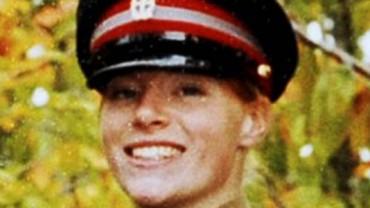 Wyjechała na misję do Iraku i dostała pociskiem z moździerza. Prawie umarła. Po kilku latach zdecydowała się pokazać światu swoją twarz!