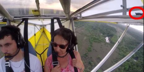 Będąc na wakacjach w Gujanie, wybrali się na przelot szybowcem. Nagle, po minucie lotu, zobaczyli coś nad swoimi głowami...