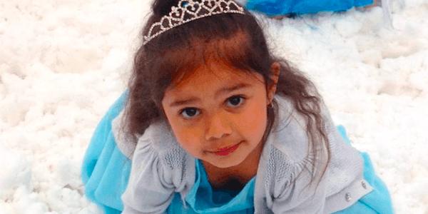 Kiedy ta trzylatka przebrała się za swoją ulubioną księżniczkę, usłyszała szokujące słowa. Dziecko nie powinno być nigdy tak potraktowane!