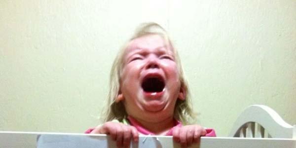 10 dzieciaków, które nie cieszą się z rodzeństwa! Ich reakcje są zabójczo śmieszne ;)