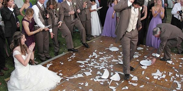 10 dziwnych tradycji ślubnych z całego świata. Nr 5 pobija wszystkie!