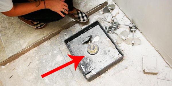 Podczas remontu kuchni odkryli, że coś znajduje się pod podłogą... To, co wyciągnęli, przyprawiło ich o zawrót głowy!
