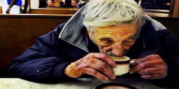 Pracownicy kawiarni kazali bezdomnemu natychmiast opuścić lokal. Nie uwierzysz, w jaki sposób zdobył kawę w innym miejscu...