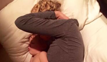Mąż zobaczył, jak jego żona leży z synem w pokoju. Dobrze wiedział, co przed nim ukrywa!
