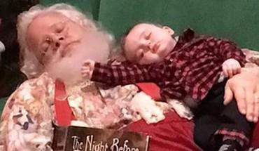 Święty Mikołaj zabronił budzić chłopca, ale i tak zrobił sobie z nim zdjęcie :)
