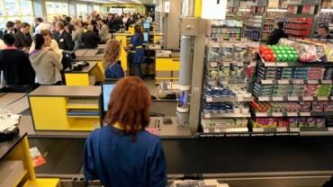 Kobiecie zabrakło pieniędzy w sklepie… Kompletnie nie spodziewała się tego, co zdarzyło się chwilę później