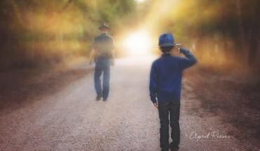 Mały chłopiec we wspaniały sposób uhonorował swojego ojca