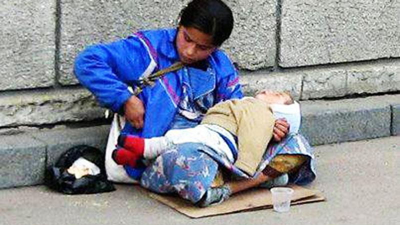Zastanawiałeś się, dlaczego dzieci żebraków zawsze śpią i prawie nigdy nie płaczą? Prawda jest szokująca!