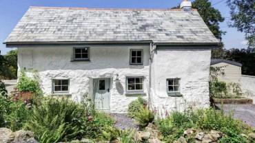 Ten 300 letni dom z zewnątrz wygląda jak ruina. Dopiero gdy wejdziesz do środka, zobaczysz oszałamiający widok! WOW!
