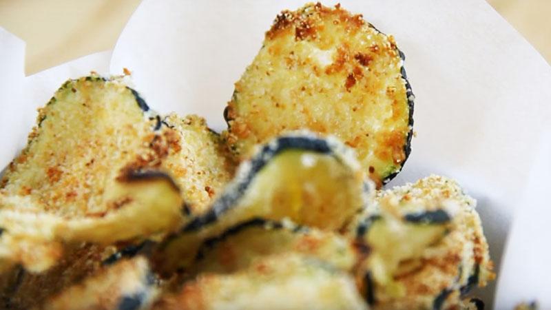 To z pewnością najzdrowsze chipsy na świecie. Smakują wyśmienicie, a ich wykonanie jest dziecinnie proste!