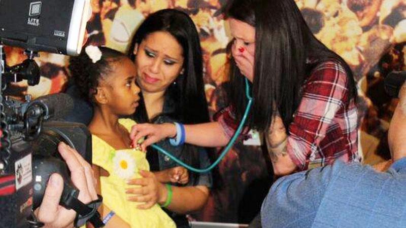 Synek tej kobiety zmarł w 2013 roku. 3 lat później przyszła do niej mała dziewczynka i powiedziała: Posłuchaj!