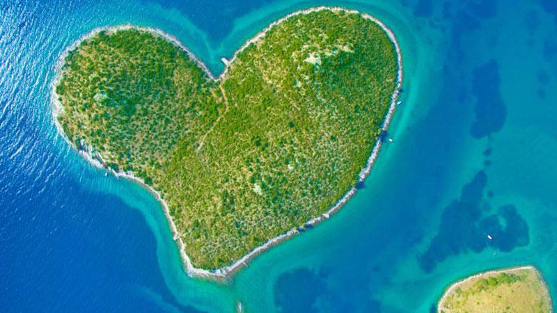 20 bajecznych wysp w kształcie serca! To miejsca stworzone specjalnie dla zakochanych