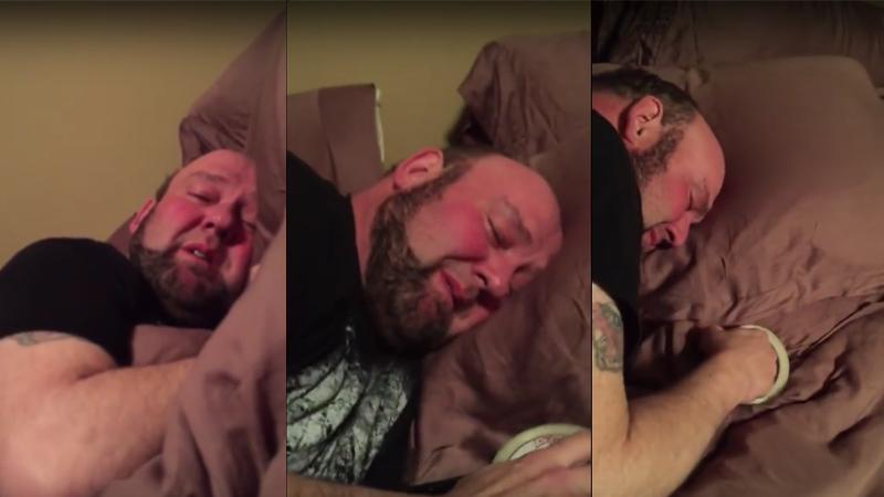 Mężczyzna po zabiegu u dentysty położył się spać z taśmą klejącą. Powód tego zachowania jest powalający!