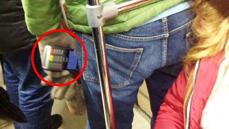 Używasz zbliżeniowej karty płatniczej? Uważaj na złodziei z czytnikami w komunikacji miejskiej!