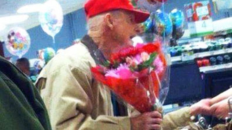 Ten mężczyzna od 20 lat kupuje róże. Powód, dla którego to robi, jest niezwykle wzruszający