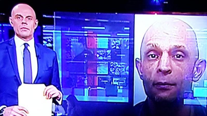 Niezręczna chwila, w której prezenter orientuje się, że jest łudząco podobny do groźnego przestępcy pokazanego na ekranie...