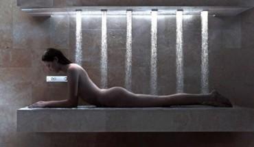 Po ciężkim dniu marzyła tylko o kąpieli. Otworzyła drzwi do łazienki, a jej oczom ukazał się fantastyczny widok!