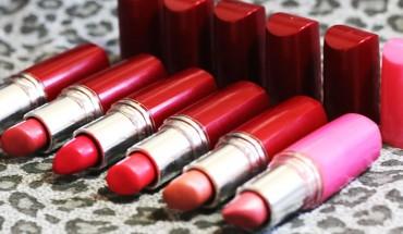 Lubisz malować usta czerwoną szminką? Po przeczytaniu tego artykułu, już nigdy nie spojrzysz na nią tak samo!