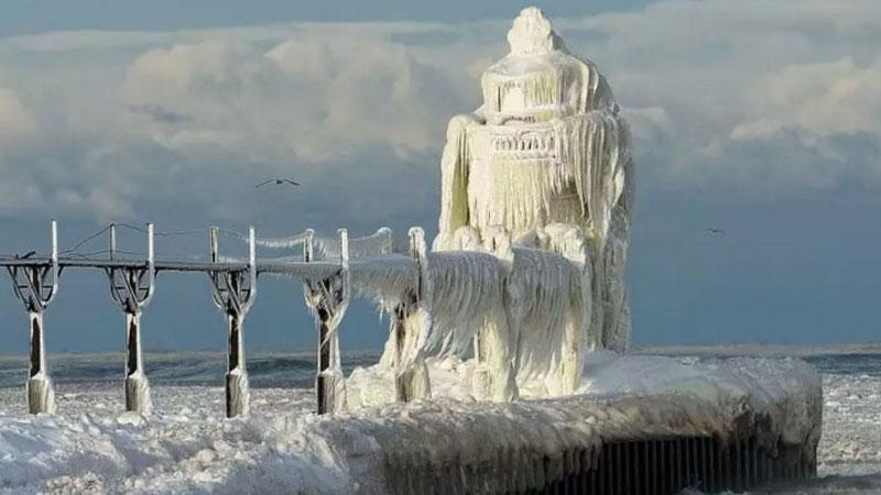 Tęsknisz za mrozem i śniegiem? Oto 16 zdjęć ukazujących potęgę zimy