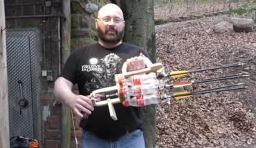 Ten facet potrafi zrobić niebezpieczną broń praktycznie z niczego. Nie próbujcie tego w domu!