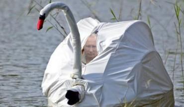 Kreatywność Internautów w przerabianiu zdjęć nie ma granic. Zobacz, gdzie według nich pływa Władimir Putin