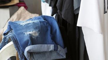 Kupujesz ubrania i zaraz je wkładasz? Po tym, czego się dowiesz, zmienisz przyzwyczajenia!