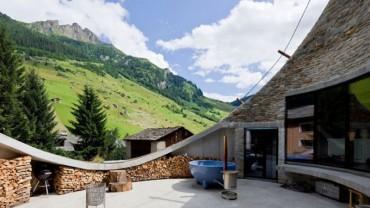 Podziemny apartament Villa Vals jest oryginalną alternatywą dla tradycyjnego domu. Chciałbyś tam zamieszkać?