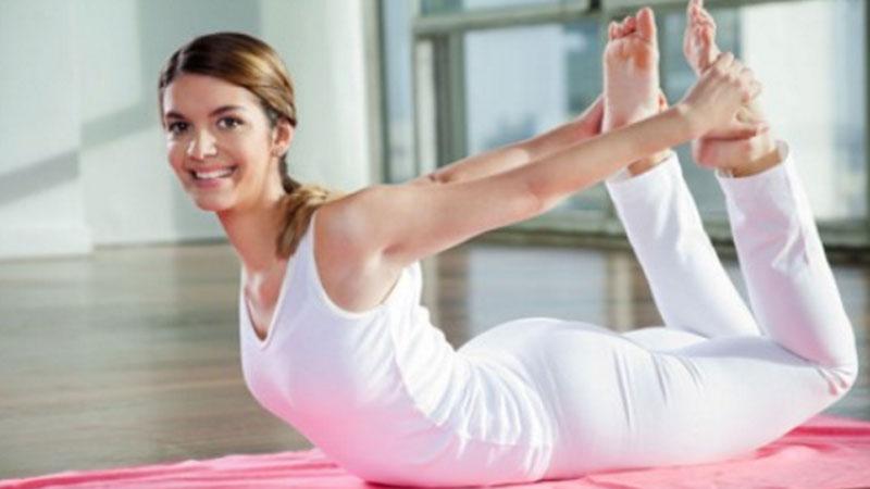 Zależy Ci na harmonii duszy i ciała? Wypróbuj 5 pozycji jogi, które pomogą Ci się zrelaksowac i pozbyć zbędnego tłuszczyku
