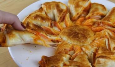 Nowa alternatywa dla pizzy! Danie jest szybkie, smaczne i bardzo efektownie wygląda. Nie czekaj i już dziś wypróbuj ten niezwykły przepis!