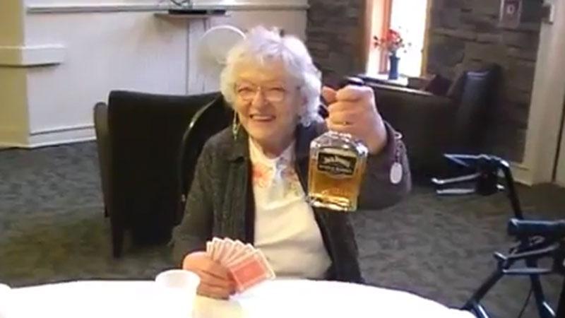 Imprezować można przez całe życie, czego dowodzą amerykańcy seniorzy i ich szalony teledysk