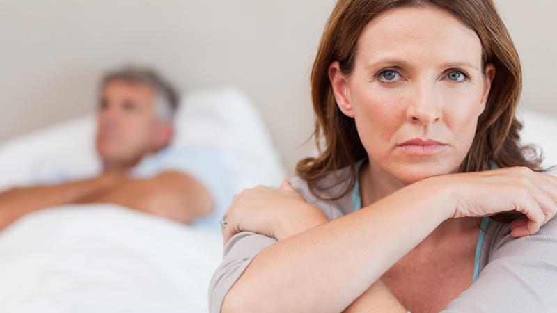 Kobieta zauważyła, że jej mąż zaczął się inaczej zachowywać... Przeczuwała najgorsze...