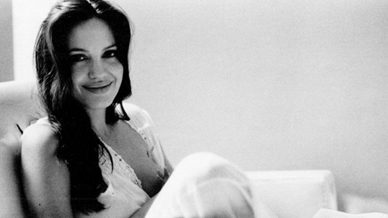 Subtelna sesja Angeliny Jolie autorstwa jej męża, Brada Pitta. Zobaczcie, jak aktor postrzega swoją żonę