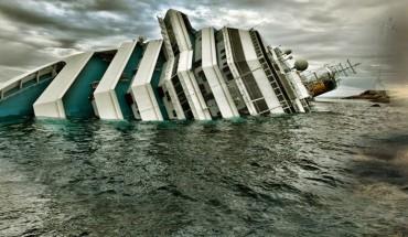Mąż wskoczył do szalupy ratunkowej i zostawił żonę na tonącym wycieczkowcu. Gdy poznasz tę historię, przyznasz mu rację