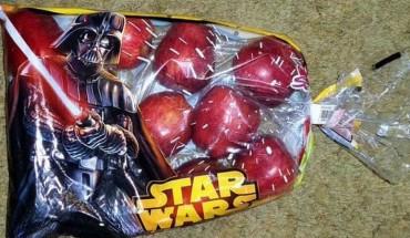 """Produkty sygnowane przez sagę """"Gwiezdnych wojen"""" zalewają sklepy. Czy mają w ogóle coś wspólnego z filmem?"""