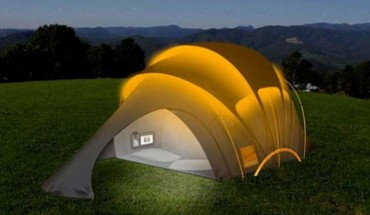 Planujecie majówkę pod gołym niebem? Oto namiot, który na zawsze odmieni wasze życie na campingu