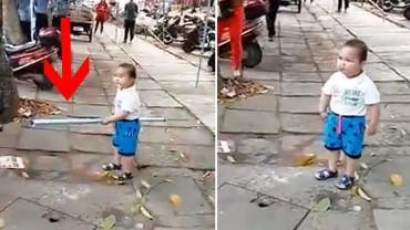 Policjanci chcieli aresztować babcię tego małego chłopca. Jego reakcja mówi wszystko!