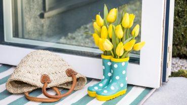 Genialne sposoby, na ozdobienie domu kwiatami… bez wazonu!