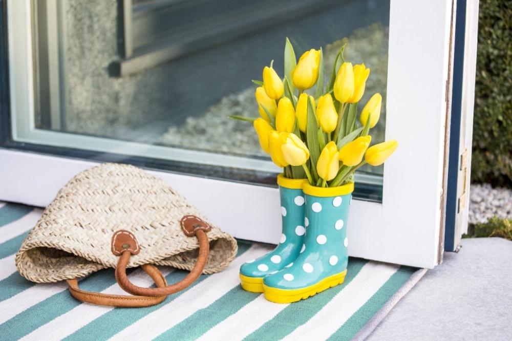 Genialne sposoby, na ozdobienie domu kwiatami... bez wazonu!
