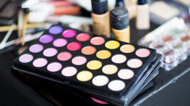 Makijażowe triki, które oszczędzą twój czas i pieniądze. 7 pomysł jest genialny!