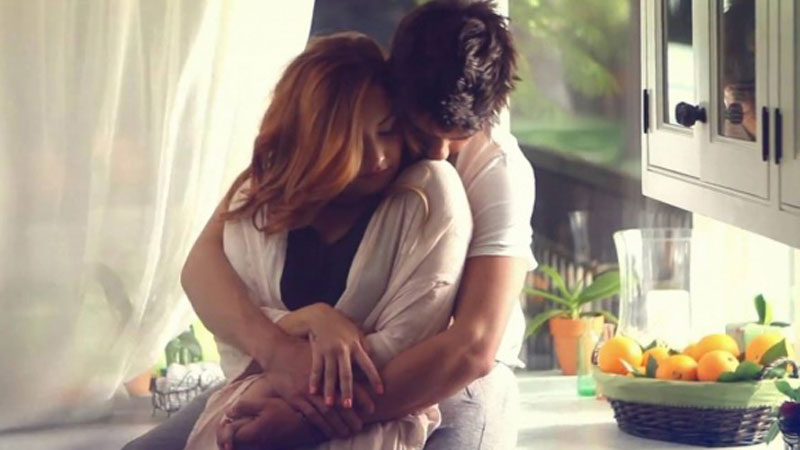Dlaczego kobiety tak bardzo lubią się przytulać? Poznajcie odpowiedź, dzięki której lepiej zrozumiecie potrzebę bliskości u pań