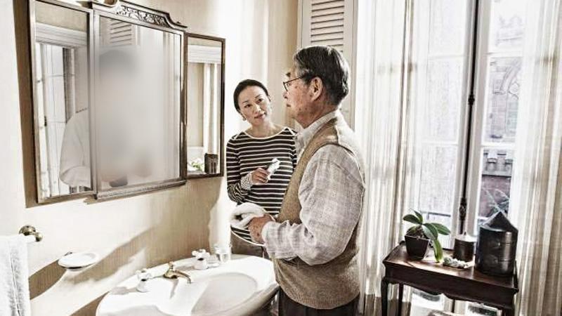 Mężczyzna spojrzał w lustro i ujrzał coś, co go bardzo zasmuciło. Ciebie też to czeka!