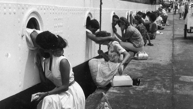 Historyczne fotografie ukazujące miłość w czasie wojny. Można się wzruszyć...