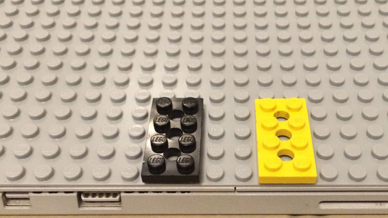 Zalał klejem tablet i przykleił do niego klocki Lego. Powód, dla którego to zrobił jest interesujący!