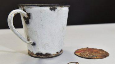 Kubek z obozu w Auschwitz. Tajemnica, którą skrywa, została ujawniona dopiero po 70 latach!