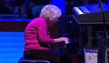 98-letnia babcia zdecydowała się na występ w operze i odniosła sukces! Wzruszona publiczność nagrodziła ją owacjami na stojąco!