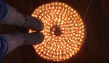 Szukacie oryginalnego oświetlenia pokoju, które będziecie mogli wykonać sami? Postawcie na świecący dywan!