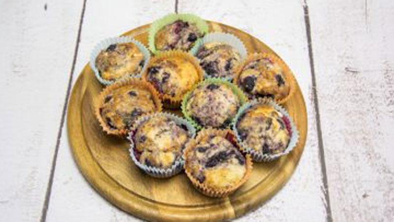 Lubicie muffinki? Jeśli tak, koniecznie musicie spróbować naszej wersji z owocami i nasionami chia