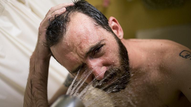 Zwyczaje prysznicowe, których powinieneś się jak najszybciej pozbyć! Są niebezpieczne dla zdrowia!