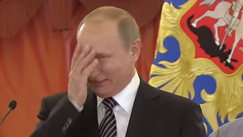 Władimir Putin próbuje uspokoić płaczące dziecko. Sprawdźcie, czy władca Rosji ma posłuch u najmłodszych obywateli